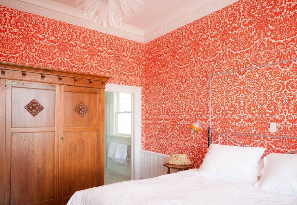 Mt Victoria villa - Orange flocked wallpaper., Orange and white bedroom.